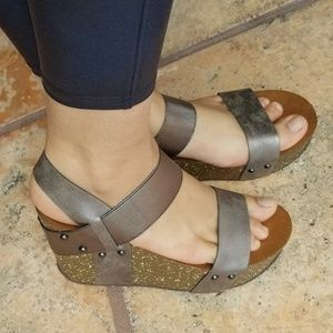 NEW PEWTER STRAPPY PLATFORM WEDGES